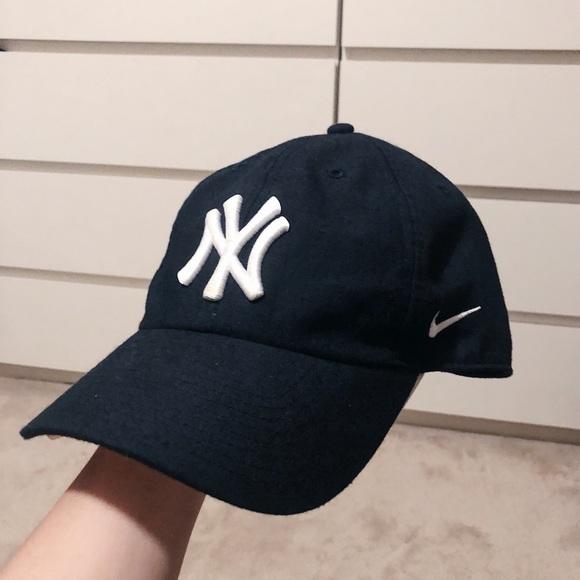 5f07ef1b80f0f NYC Yankees Nike Dri-Fit Baseball Hat. M 5b25eba24ab633c164de342a